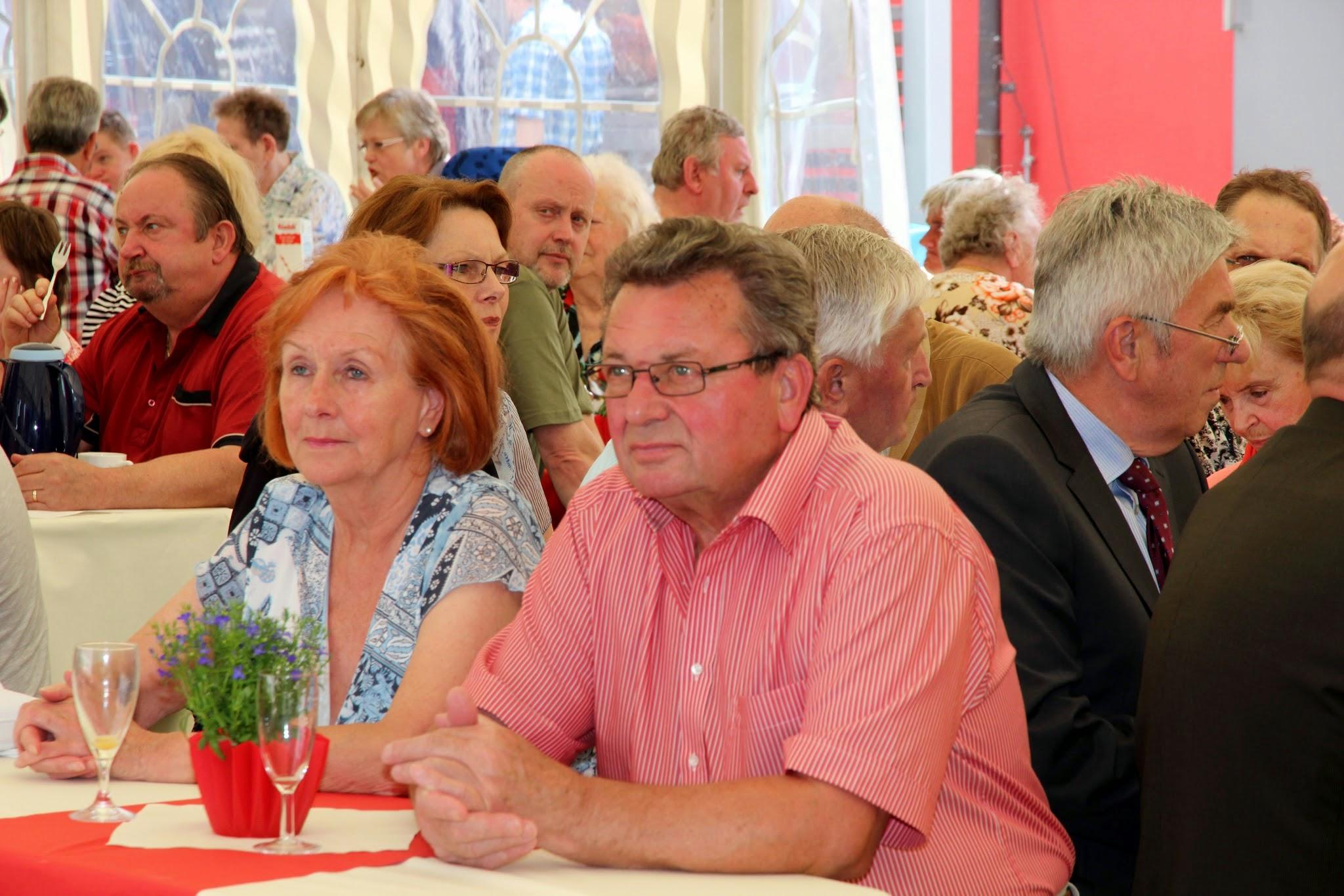 Im Namen der Lebenshilfe-Familie gratulierte Lebenshilfe-Chef Gerhard John herzlich gegenüber Klaus Hähnlein zum 80. Geburtstag. Archivfoto zeigt Heidi und Klaus Hähnlein, 2014 im Betreuungszentrum.