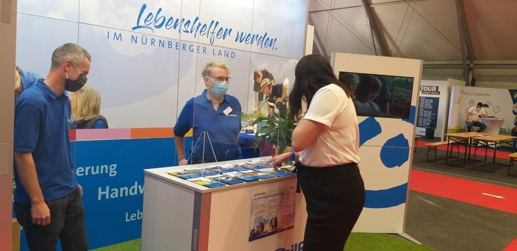 Lebenshelfer werden - wir wollen Sie kennenlernen und freuen uns auf den virtuellen Dialog mit Ihnen. (Archivbild/Jobmesse Nürnberg/Airport 10/2020. )