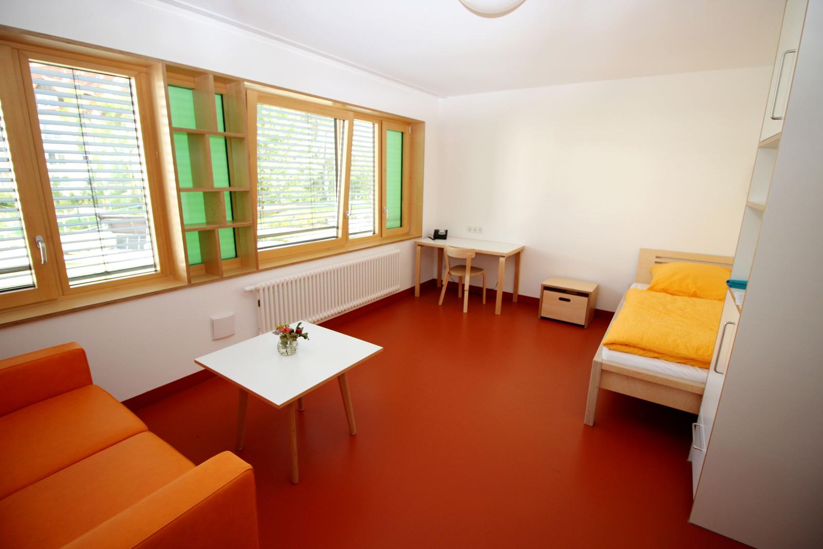 Apartmenthaus hat noch zwei frei Zimmer zur Miete frei: Rund zwanzig Quadratmeter groß, hell, modern und möbliert.