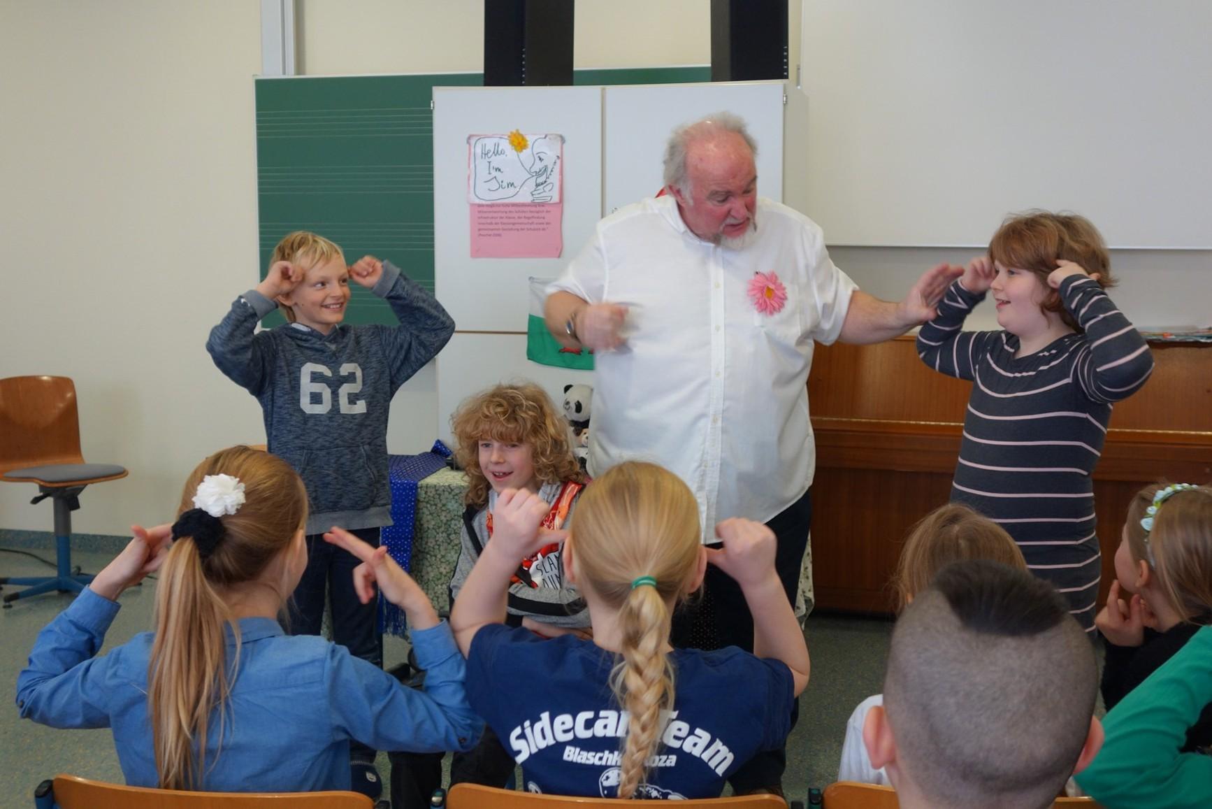 Englischunterricht der Partnerklassen an der Grundschule Diepersdorf-Leinburg