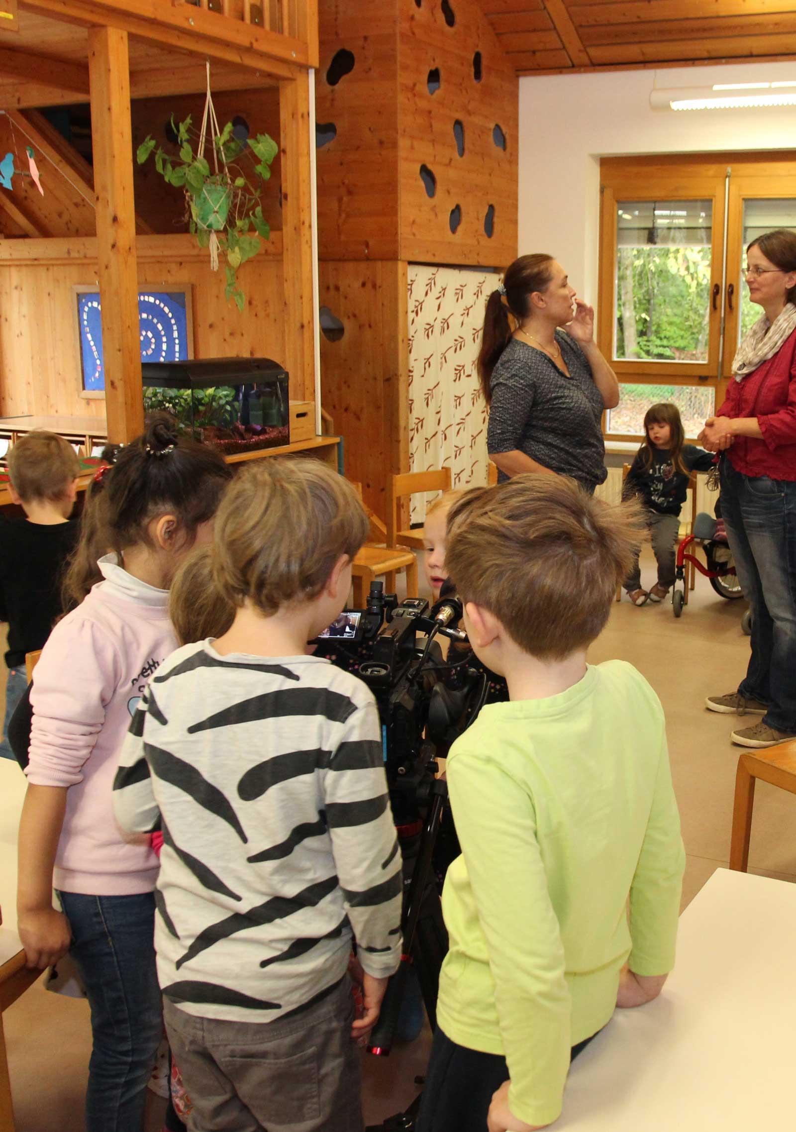 Action, bitte! Spannend, mit Aufnahmen für den Lebenshilfe-Image-Clip, starteten die Kita-Kinder heute in die Woche!