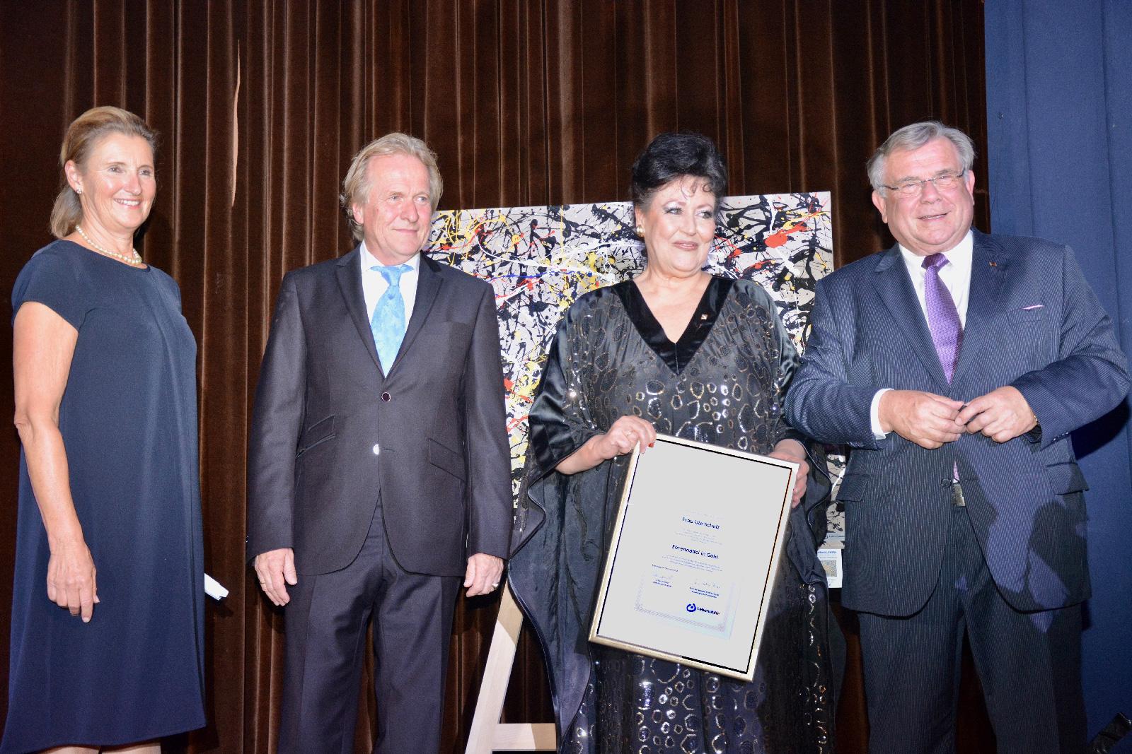 Für ihr herausragendes Engagement für Menschen mit geistiger Behinderung und die Lebenshilfe Nürnberger Land wurde Ute Scholz mit der Goldenen Ehrennadel, der höchsten Auszeichnung der Lebenshilfe, ausgezeichnet. Überreicht wurde sie von der stellvertrete