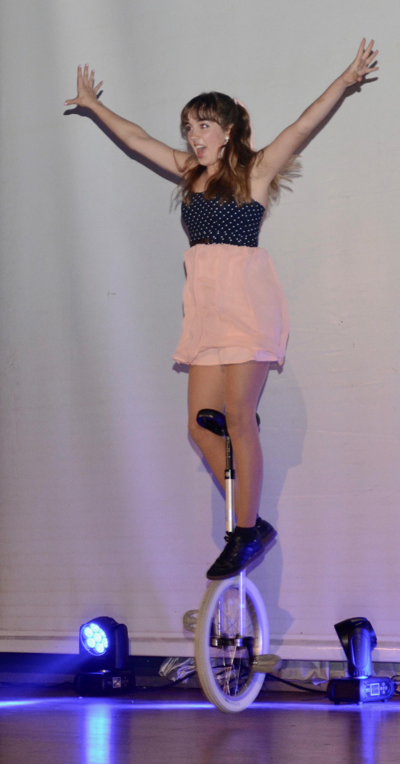 Können auf dem Einrad: Antonia Joschka, mit 16 Jahren deutsche und Vize-Europameisterin. Foto: Lorenz Märtl