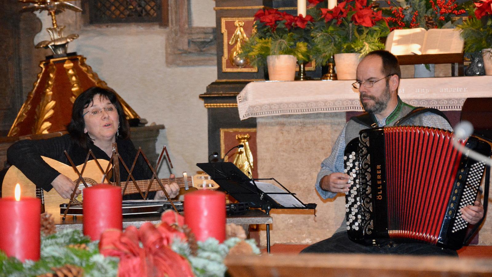 Gitarre, Zither, Akkordeon und Steirische: Anita und Karlheinz Leipold gefielen mit dezenten Klängen und perfektem Zusammenspiel.