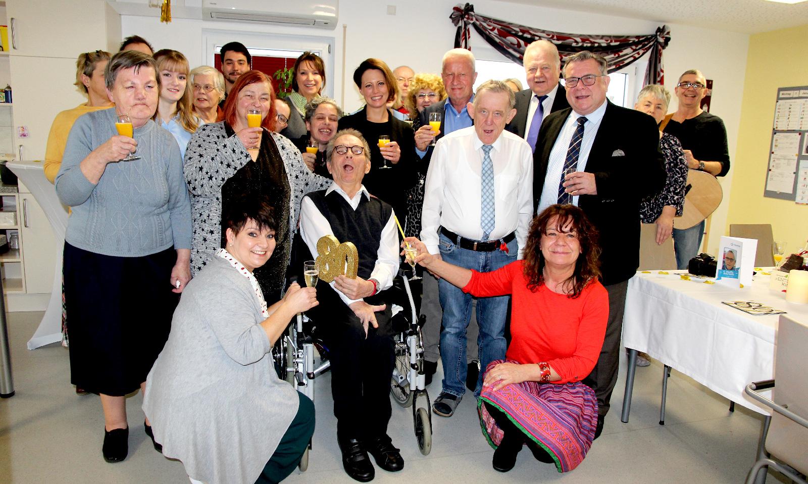 Feste muss man Feiern wie sie fallen! Jubilar Norbert Mahlich freute sich über die vielen Glückwünsche zu seinem 80. Ehrentag.