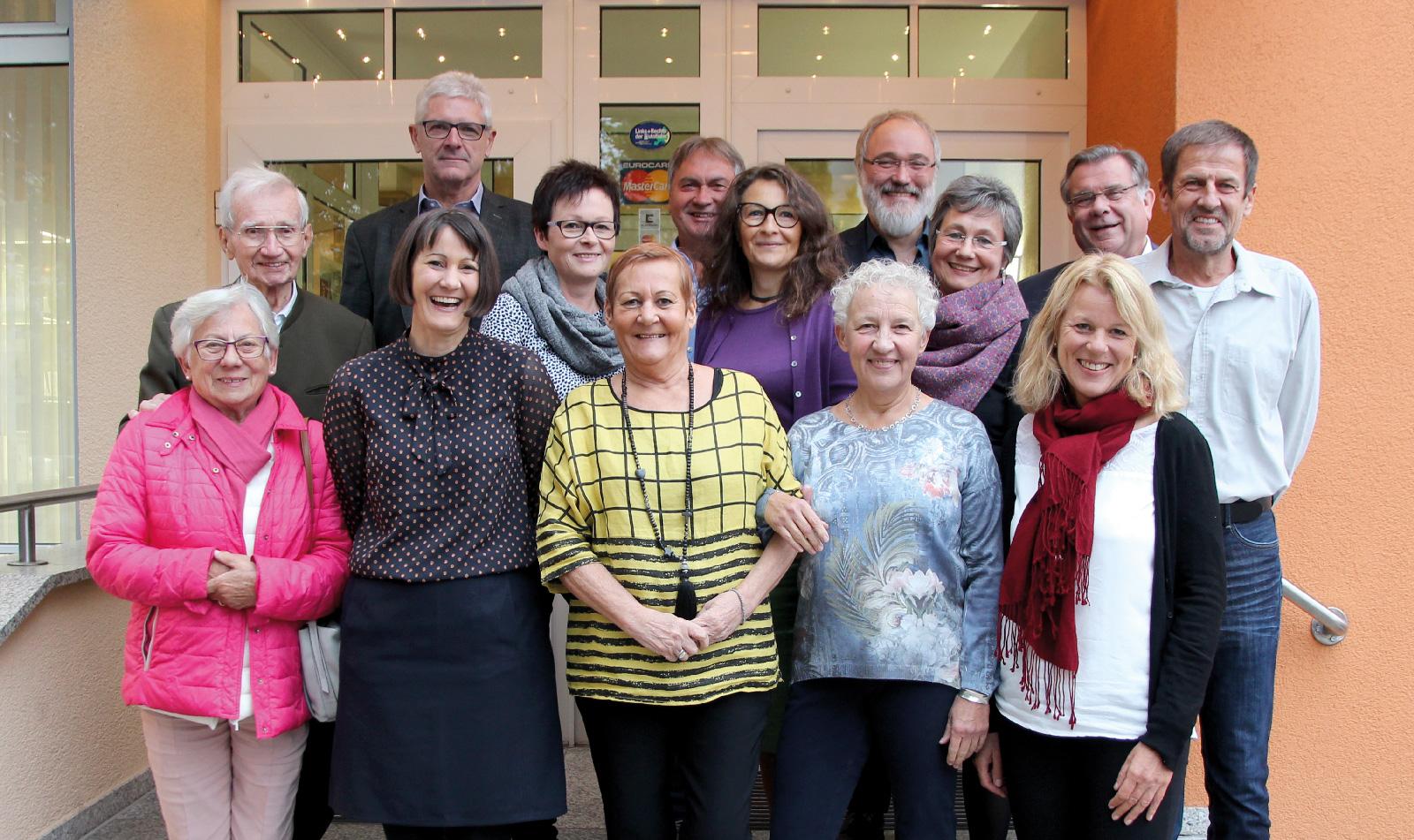 Betriebstreue steht bei der Lebenshilfe Nürnberger Land seit je her hoch im Kurs.Vorstand zeichnete Mitarbeiter für 25 und 30 Dienstjahre aus.