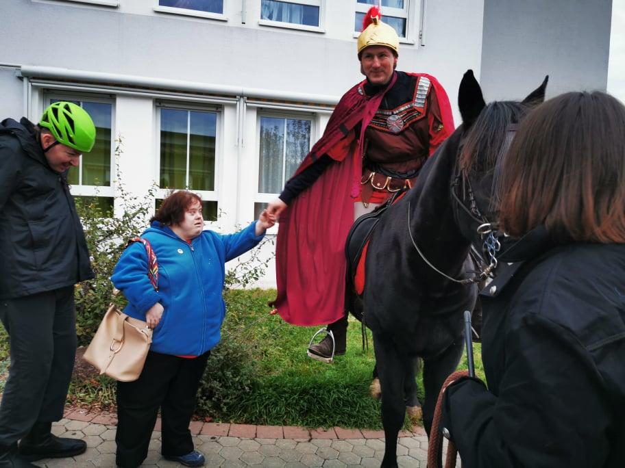 Martinsfeier im Wohnheim mit Pferd