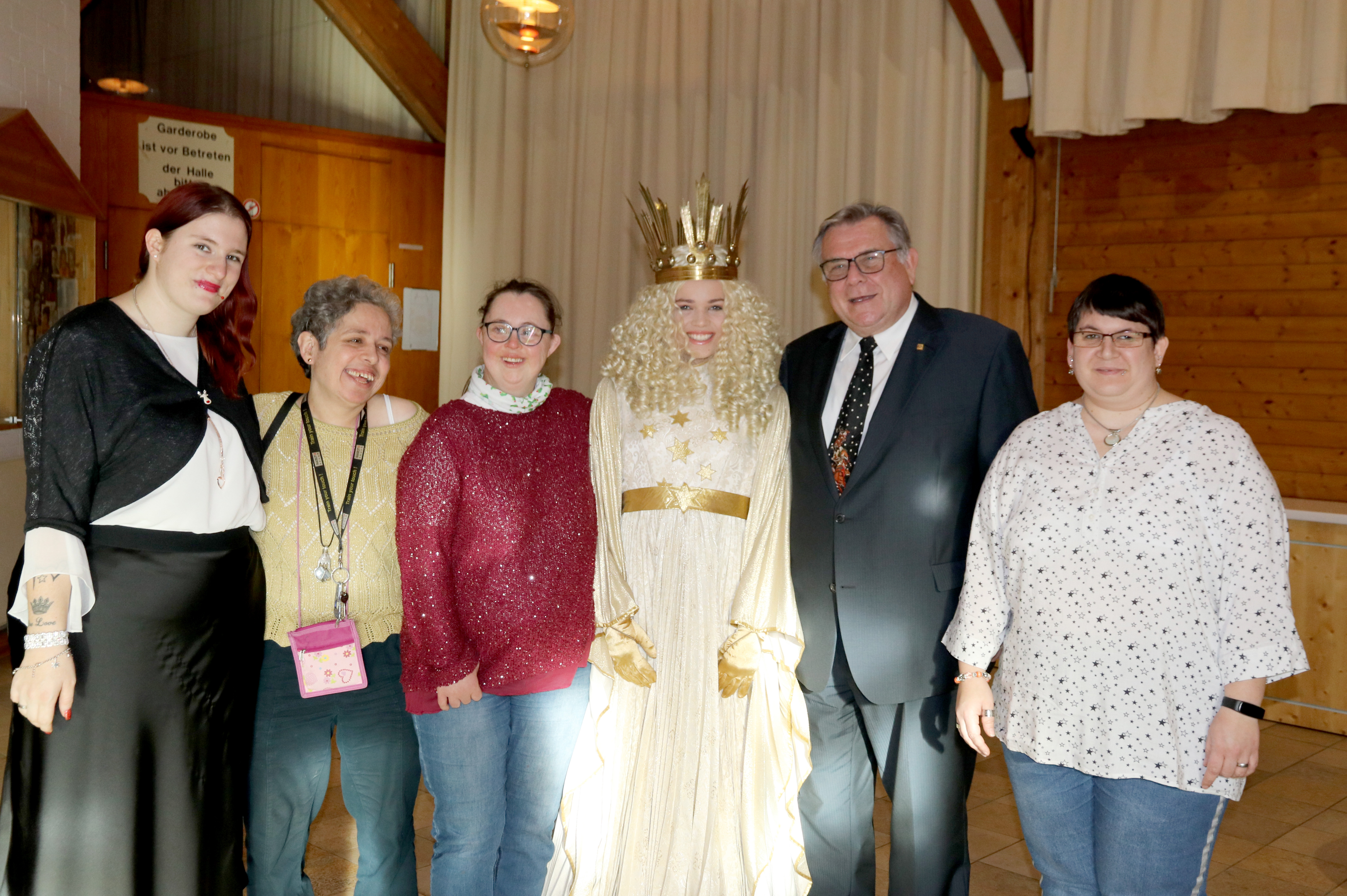 Ein Chef in Mission des Christkinds - Gerhard John besucht an Heiligabend seit über 20 Jahren die Bewohner der Lebenshilfe-Wohnheime