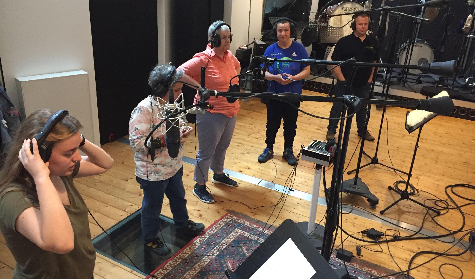 Drei Wochen lang spielten die Musiker der Schmetterlinge zehn Titel für ihre zweite CD im Studio Katzer ein.