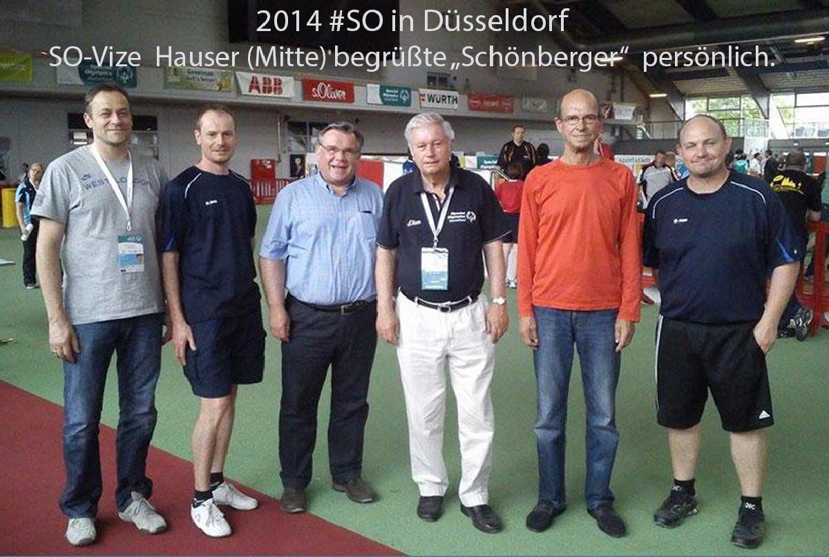 Special Olympics 2014 in Düsseldorf. Als damaliger SO-Vize begrüßte Hauser die Delegation der Moritzberg-Werkstätten persönlich, hier mit TT-Trainer Pötzl, Fußball-Trainer Full und Herger und LH-Chef John.