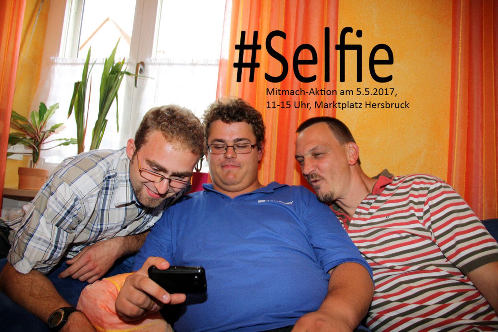 """""""Cheeeeese"""" – Bewohner unserer WG in Hersbruck üben schon mal für die #SelfieAktion am 5.5.17 in Hersbruck."""
