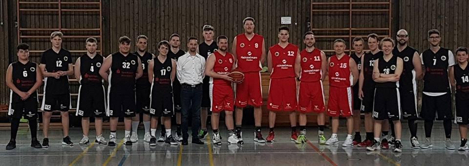 Basketball-Prominenz in Lauf LAUF: Zugunsten der Lebenshilfe spielte Basketball-Star Jan Jagla mit Akteuren des SK Heuchling beim Heinzelmann-Medien-Cup.