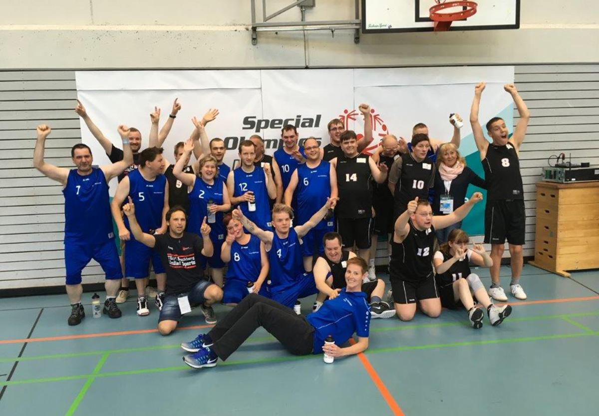 Das Team Basketball der Moritzberg-Werkstätten vergoldete seine Leistung in Kiel.