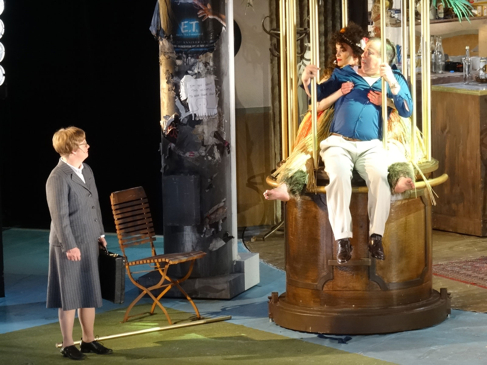 """Vorhang auf! Sonja Hofmann brilliert in ihrer Nebenrolle im Stück """"Pension Schöller"""" am Staatstheater Nürnberg."""