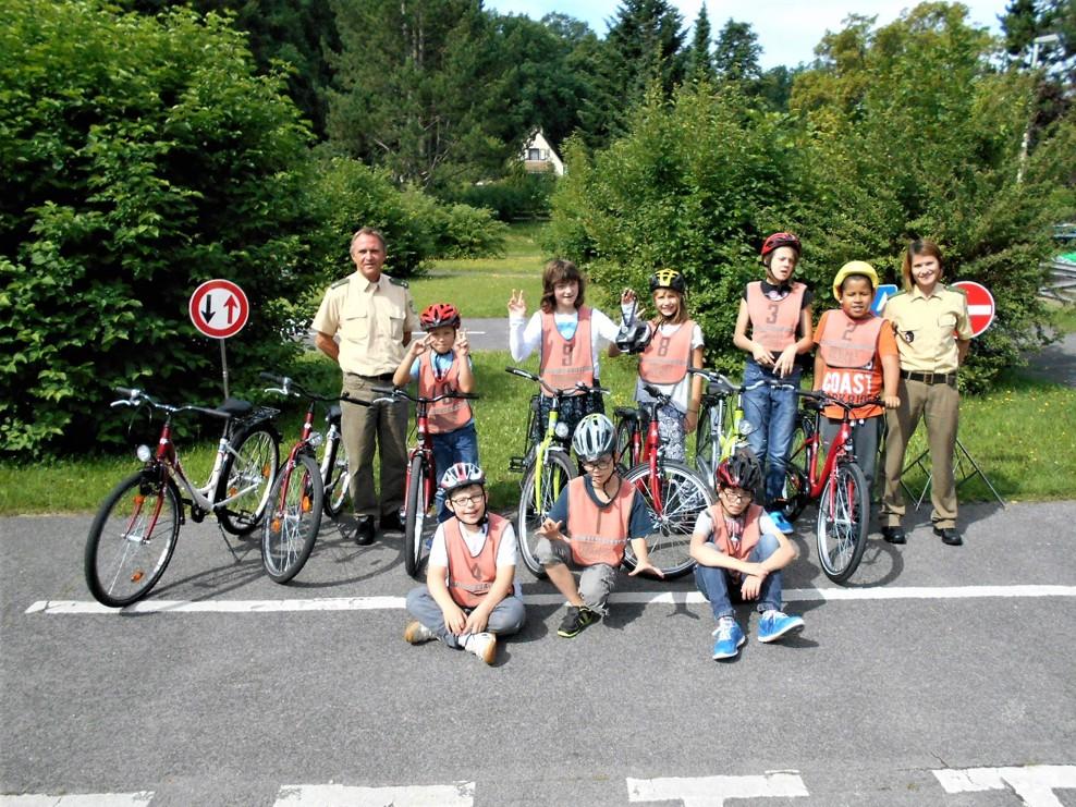 Zehn verkehrssichere Fahrräder für den Fahrradkurs