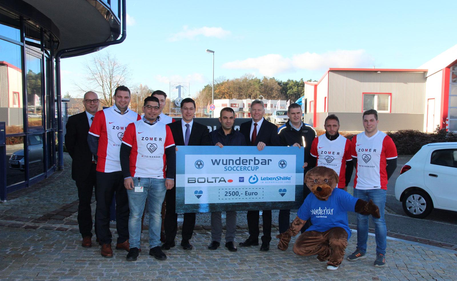 """Das Fußballteam der BOLTA spendet die Siegerprämie des """"wunderbar-Soccercups"""" über 2500 Euro für die Reittherapie der Lebenshilfe im Nürnberger Land e.V. – Die Bolta versteht sich als Partner und Förderer der Reittherapie und will im kommenden Jahr wied"""