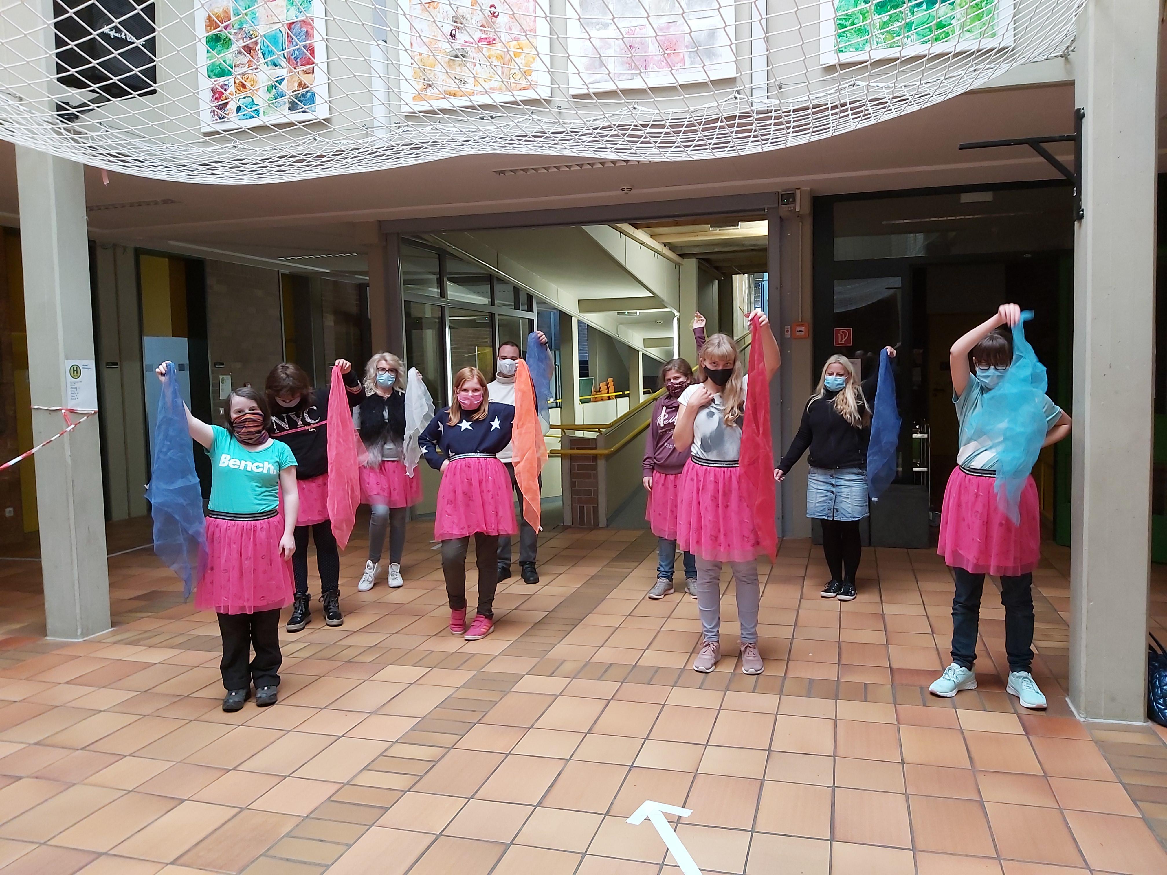 """Tanzen: Alle zwei Wochen treffen sich die """"Kunterbunten Wirbelwinde"""", die Tanzgruppe des FED's und studieren neue Choreografien ein."""