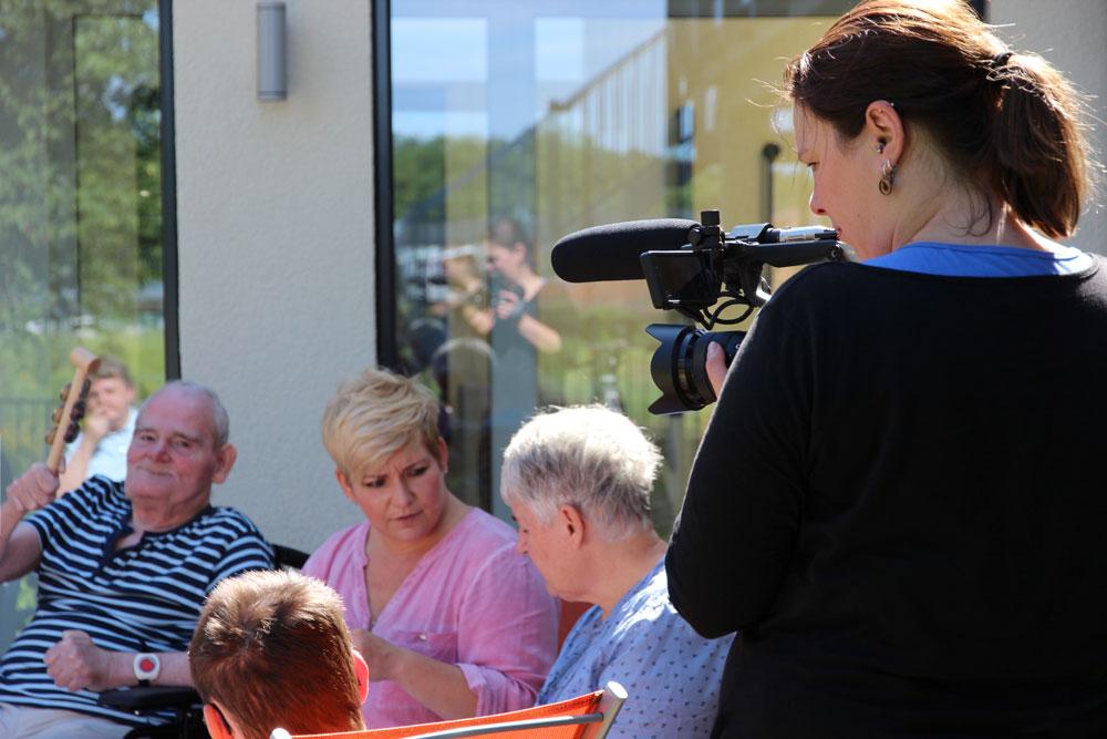 Textsicher und heiter präsentierten sich die Senioren der TENE für den neuen Imagefilm der Lebenshilfe.