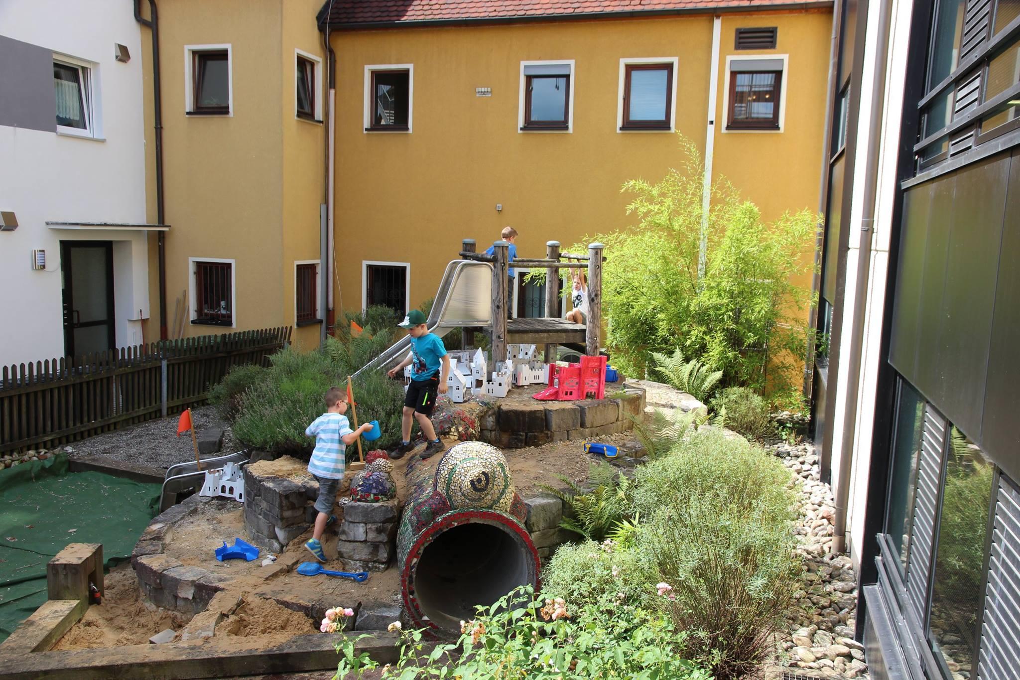 (Archivbild) Für die Sanierung des Therapiegartens der Frühförderung hat der Obst- und Gartenbauverein Lindelburg-Pfeifferhütte jetzt 700 Euro für Duft-/Blühbeete gespendet.