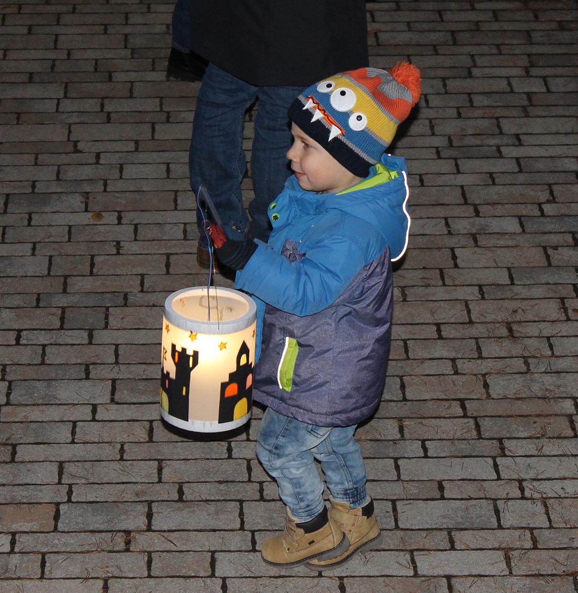 Inklusive Kindertagesstätte in Röthenbach feierte Martinsfest