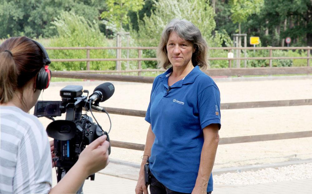 Filmreif: Stolz zeigen Frühförderkinder im Reittherapiezentrum ihre Erfolge.