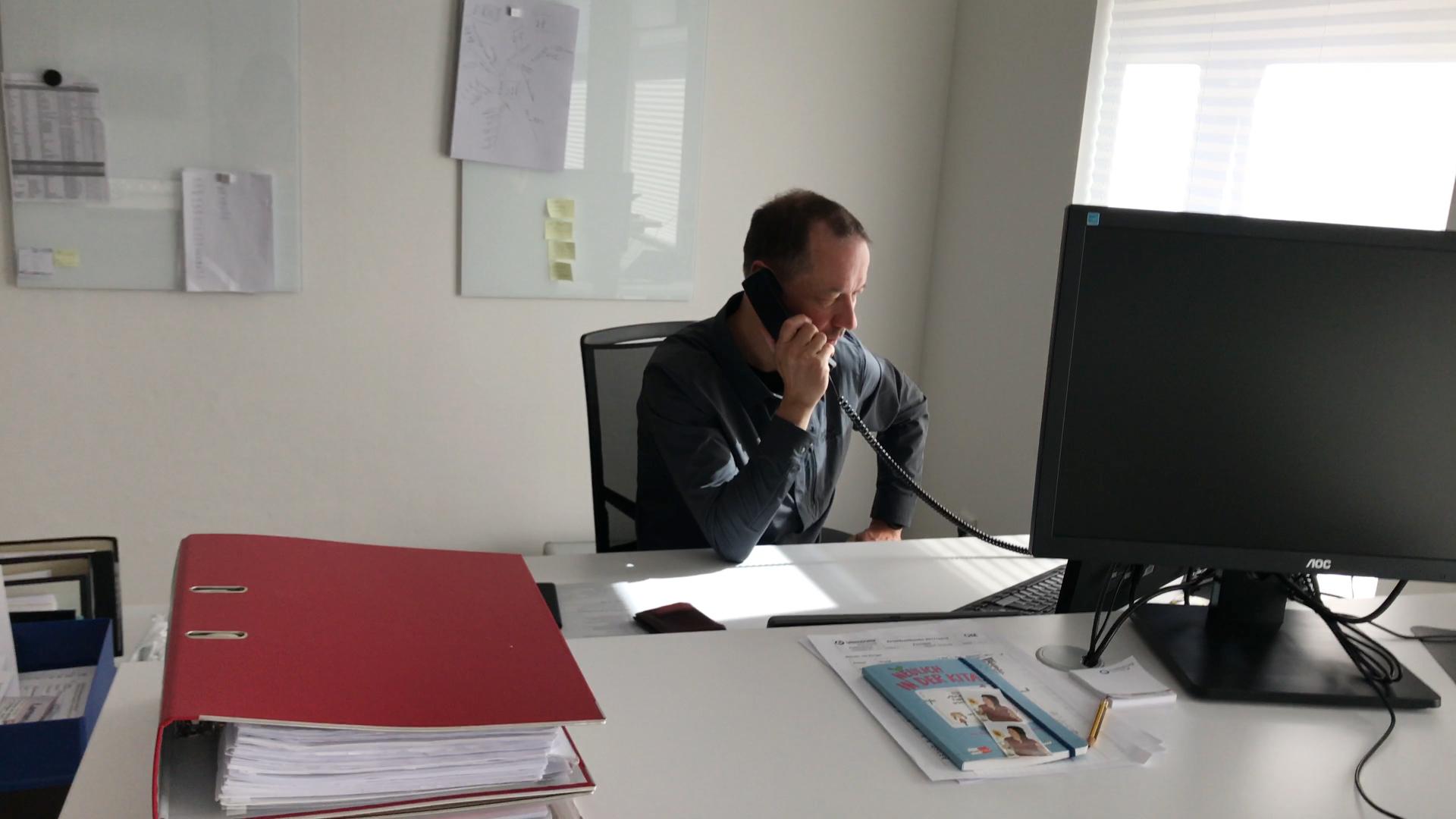 Statt Kita-Beratung, Verordnungen lesen und Telefon-Konferenz: Bernd Mirbach erarbeitete in kurzer Zeit ein Corona-Hygienekonzept für die Interdisziplinäre Frühförderstelle in Abstimmung mit dem Staatsministerium und dem Team der Frühförerung.