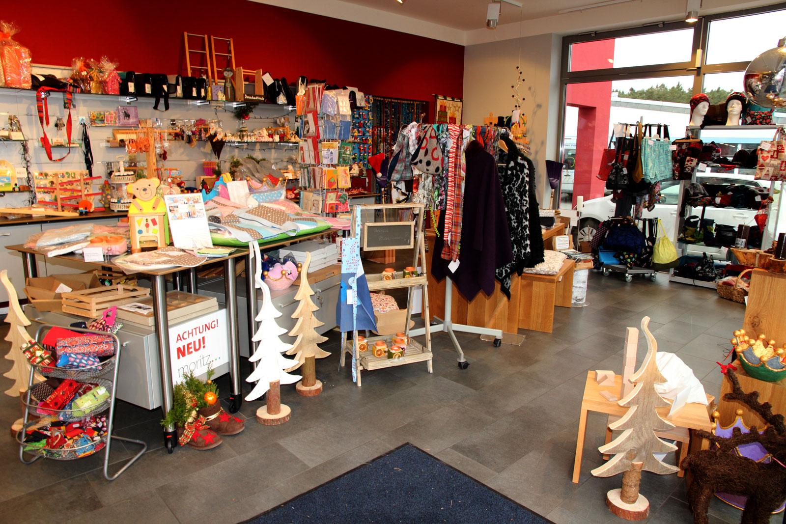 Hereinspaziert ins Geschenke & Mehr-Paradies: Bei uns können Sie aus vielen regionalen Produkten unserer Moritzberg-Werkstätten wählen.