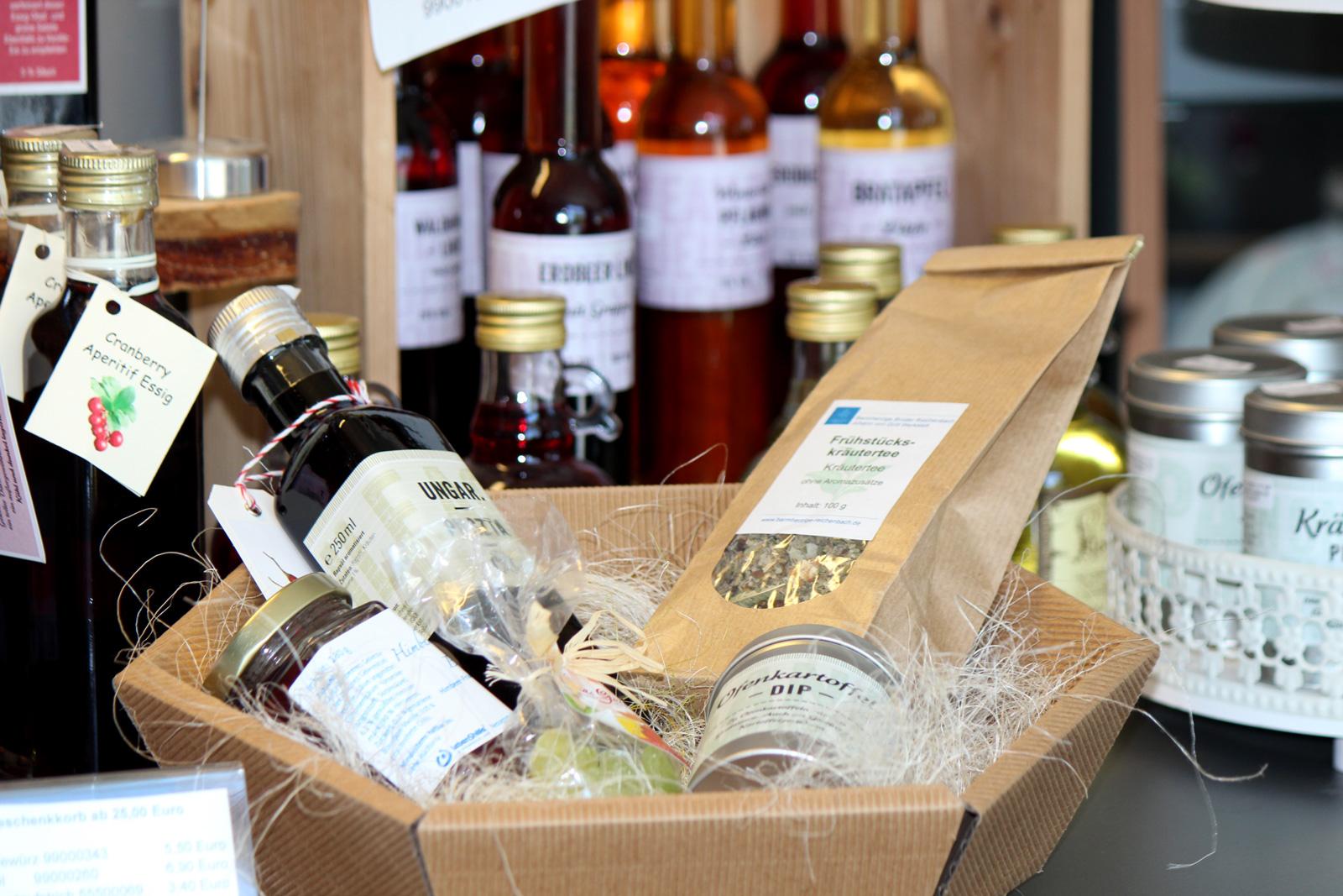 Essige, Öle und andere kulinarische Geschenkideen finden Sie im Lebenshilfe-Genuss-Laden. Tipp: Präsentkörbe und Geschenke für jeden Anlass.
