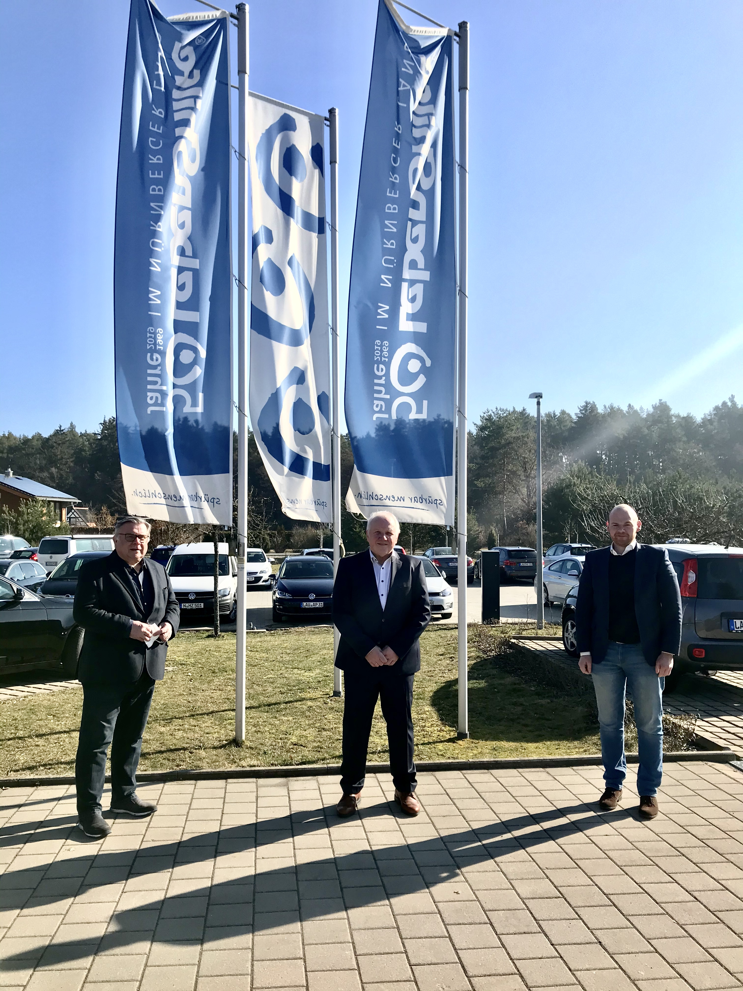 Helmut Loos, Unternehmer aus Ottensoos, ist kooptiertes Vorstandsmitglied. v. l. John, Loos, Kummarnitzky