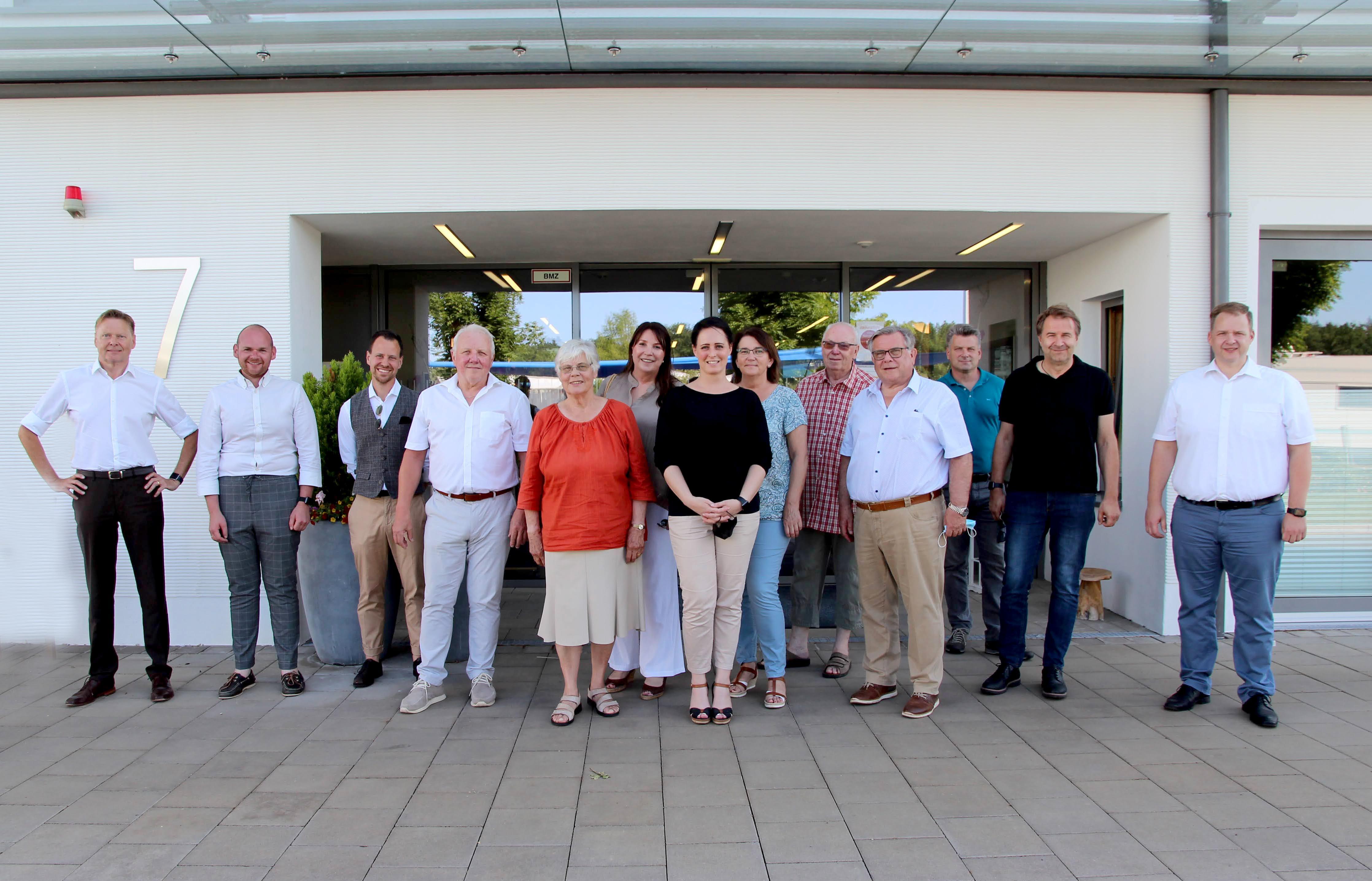 Die neue Leitung IWW Martina Voigt (Bildmitte) stellte sich jetzt dem Vorstandsgremium, der Geschäftsleitung sowie den Leitern Hauptverwaltung, Controlling und Personal, vor. Ab September sollen die Bauarbeiten für die Aufstockung beginnen.