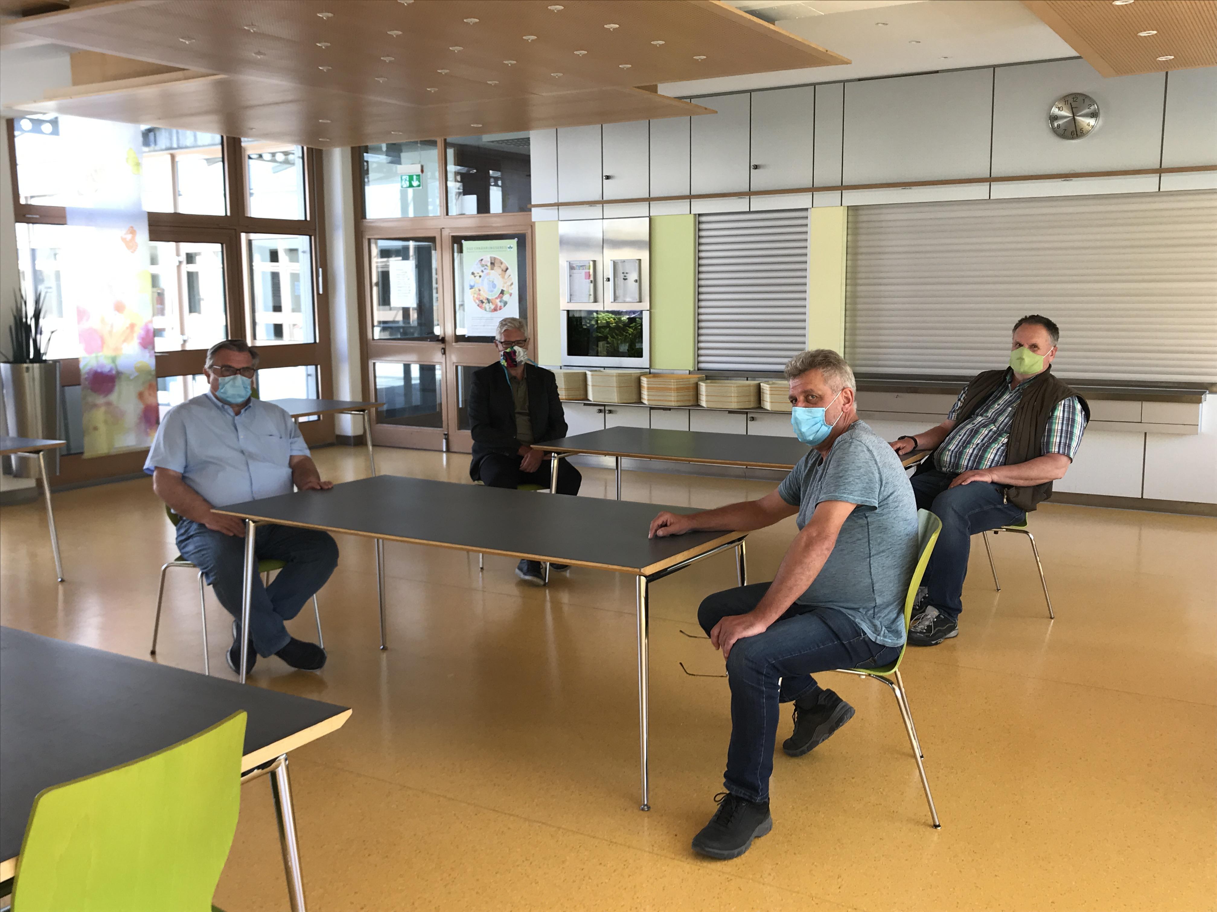 Die Kantine der Moritzberg-Werkstätten im Werk 1 - auch hier wurden bereits vor Wochen schon Vorkehrungen rund um Hygiene und Abstand getroffen. Knapp 35 Personen können hier Essen.