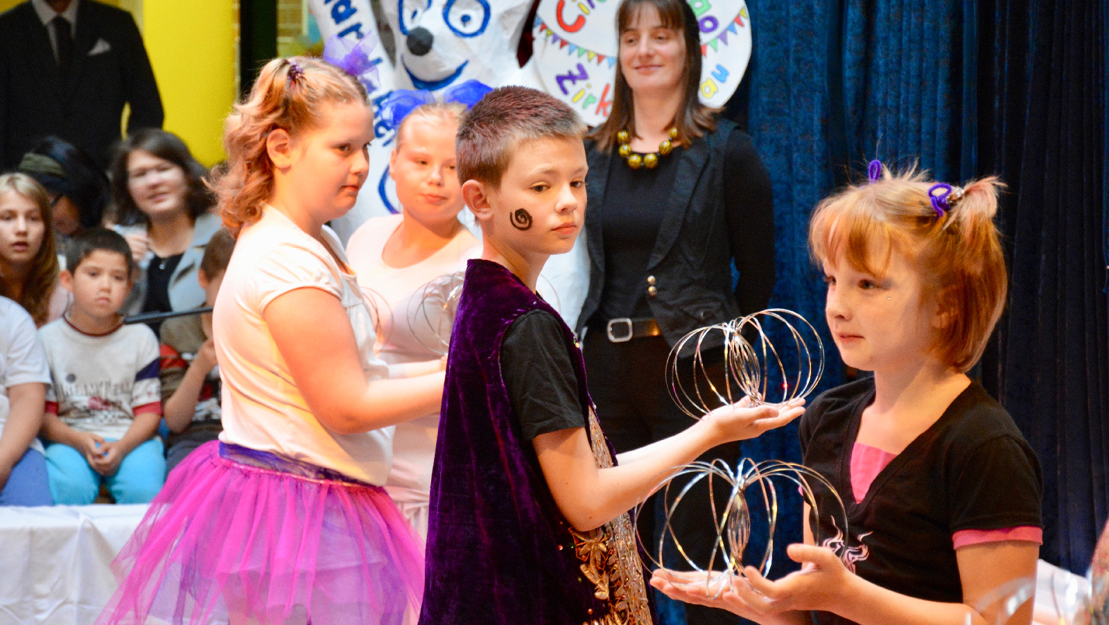 """Mit einer fulminanten Vorstellung begeisterte der """"Circus Ciao"""" der Dr. Bernhard Leniger Schule der Lebenshilfe Nürnberger Land Gäste und Schulfamilie gleicher Maßen."""