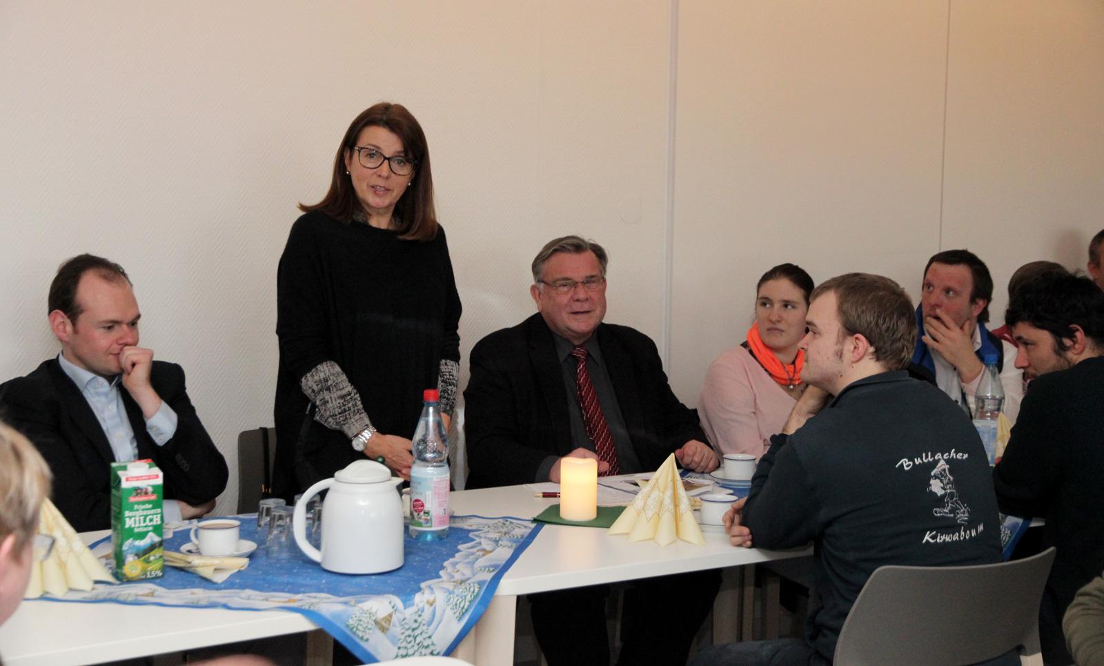 """Isabelle Müller, neu im Vorstand und Fachvorstand des Bereichs """"T-ENE"""", stellte sich dem Gremium """"Betreutenvertreter"""" vor."""