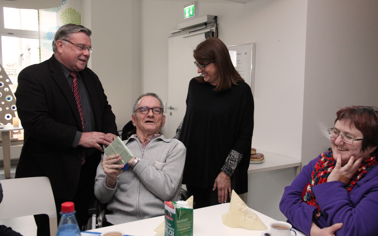 Drei Jubilare aus dem Gremium (im Bild Norbert Mahlich, T-ENE – er feierte im Januar seinen 79. Ehrentag) freuten sich über Glückwünsche von Vorstand und Geschäftsleitung.