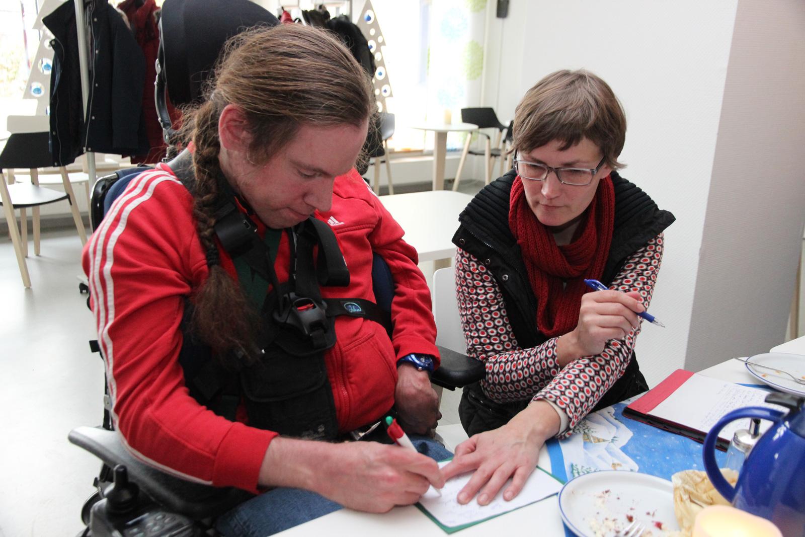 Steffen Laberke (Foto, links) ist seit vielen Jahren im Betreutenzentrum in der Daschstraße in der Bewohnervertretung tätig und arbeitet in den Moritzberg-Werkstätten.