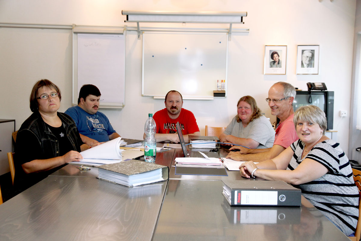 Werkstattrat tagte – Unterstützung erhält das Gremium der Betreutenvertreter der Moritzberg-Werkstätten von Vertrauensperson Harry Huber (2. v.r.)