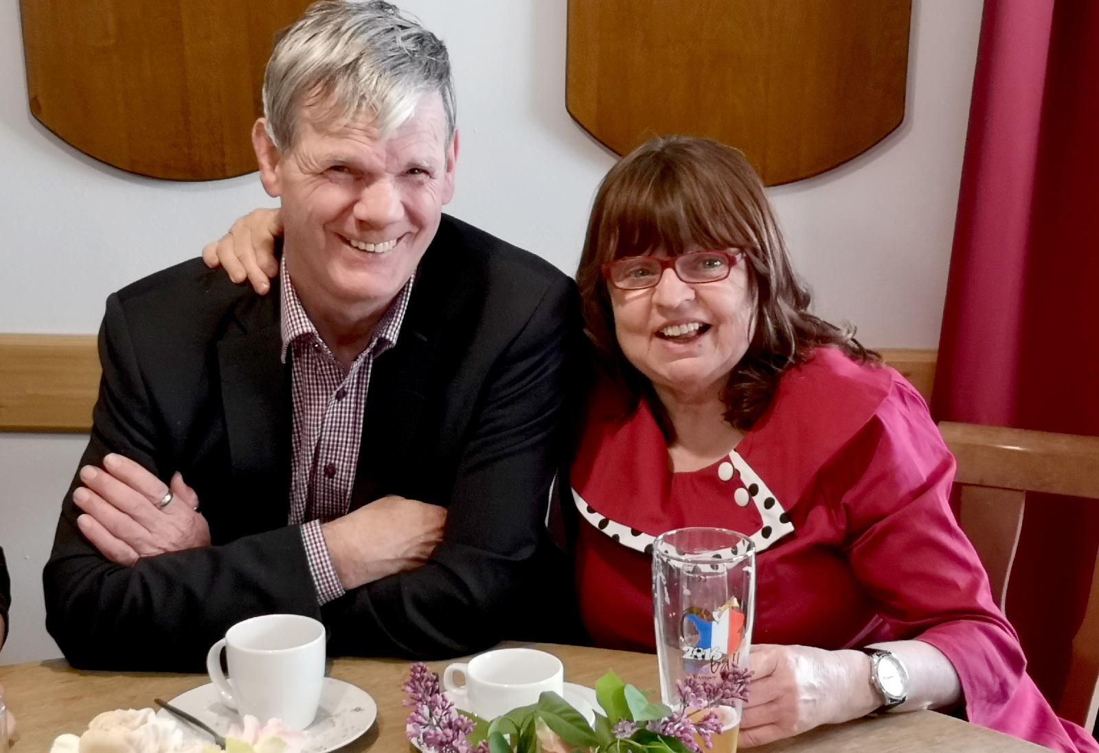 Seit 14 Jahren ein Paar: Helga Elterlein und Hans Wunder. Das größte Geburtstagsgeschenk für die Jubilarin sei die Freundschaft zu ihrem Hans. Beide fiebern ihrem Verlöbnis am 24. Mai entgegen.