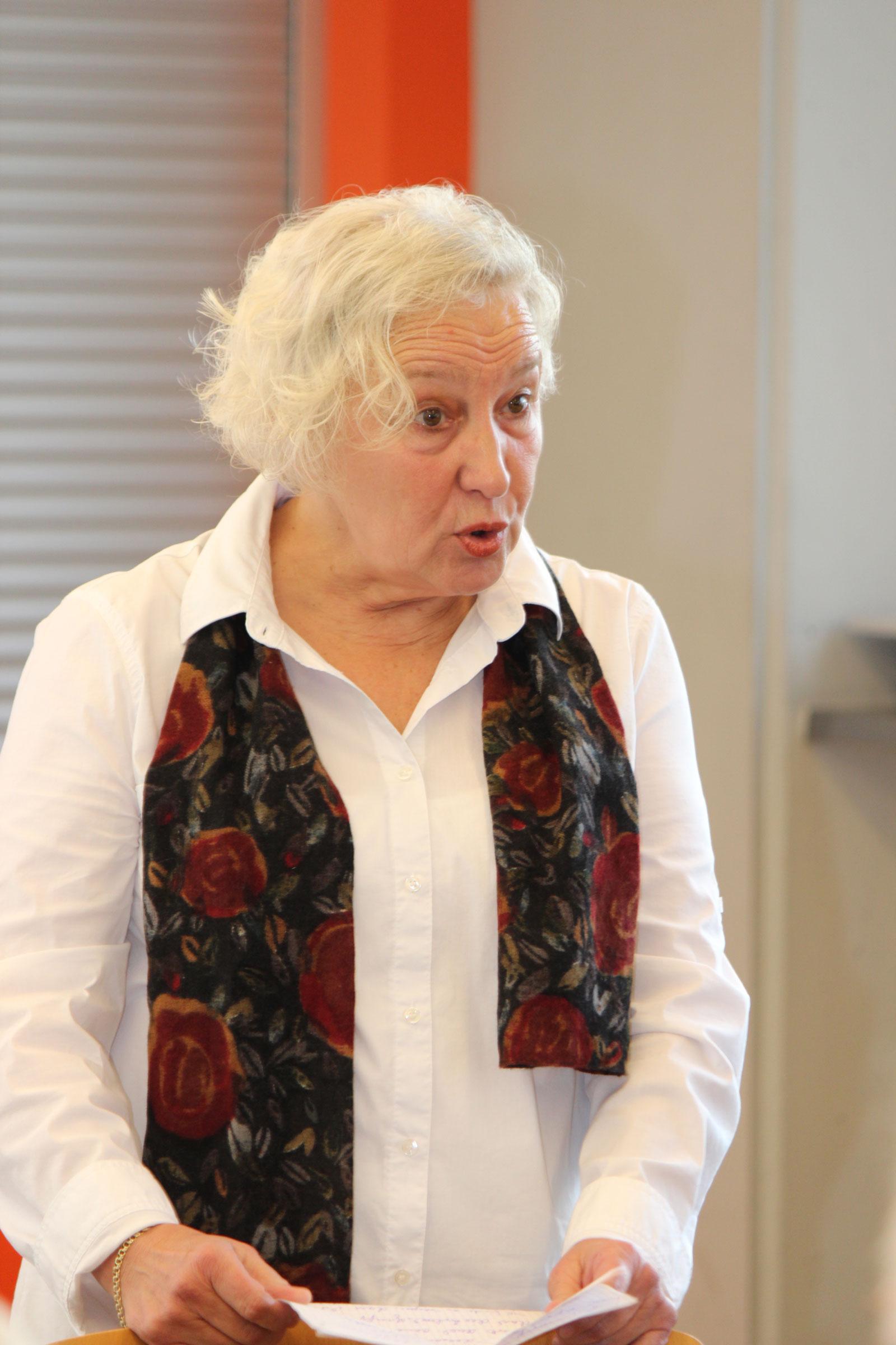 Doris Heinritz, Chefin des Theater mimulus, begleitete